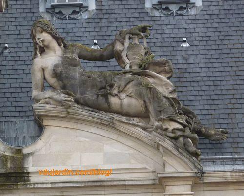 Hôtel de ville de Limoges, allégorie à droite