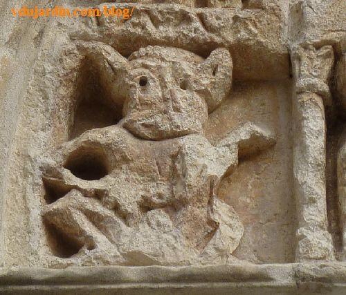 Lyon, basilique Saint-Martin d'Ainay, tympan, diable