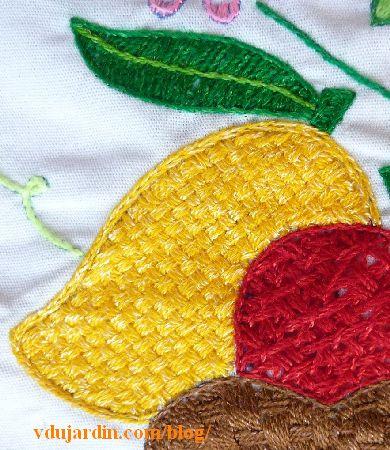 Napperon brodé mexicain, détail de la mangue