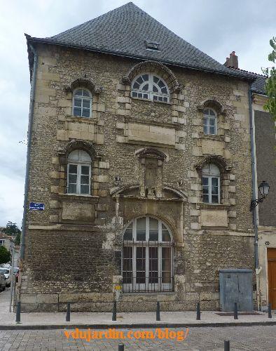 Poitiers, hôpital de la Charité, la façade