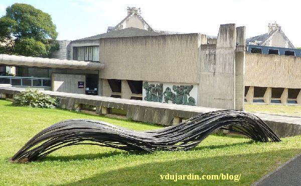 Flux de Rainer Gross à Poitiers, mai 2014, dans la cour du musée