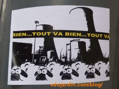 Moutons devant une centrale nucléaire