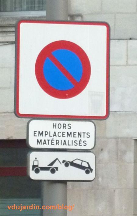 Panneau d'interdiction de staionner hors en placements matérialisés
