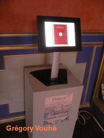 Oiron, borne interactive avec les vues du recueil