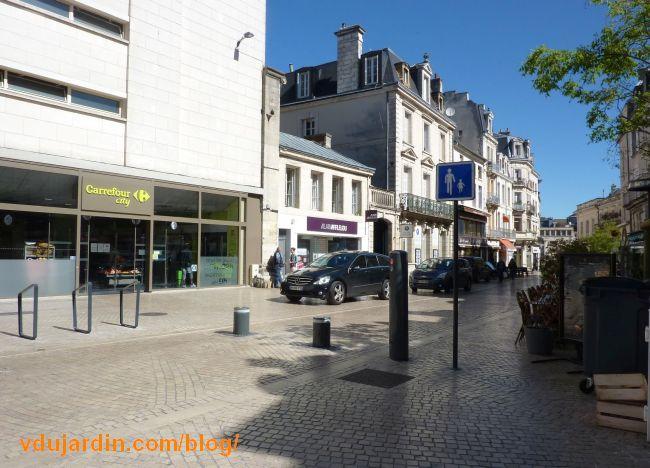 Voitures stationnées rue Carnot à Poitiers, 7 mai 2016