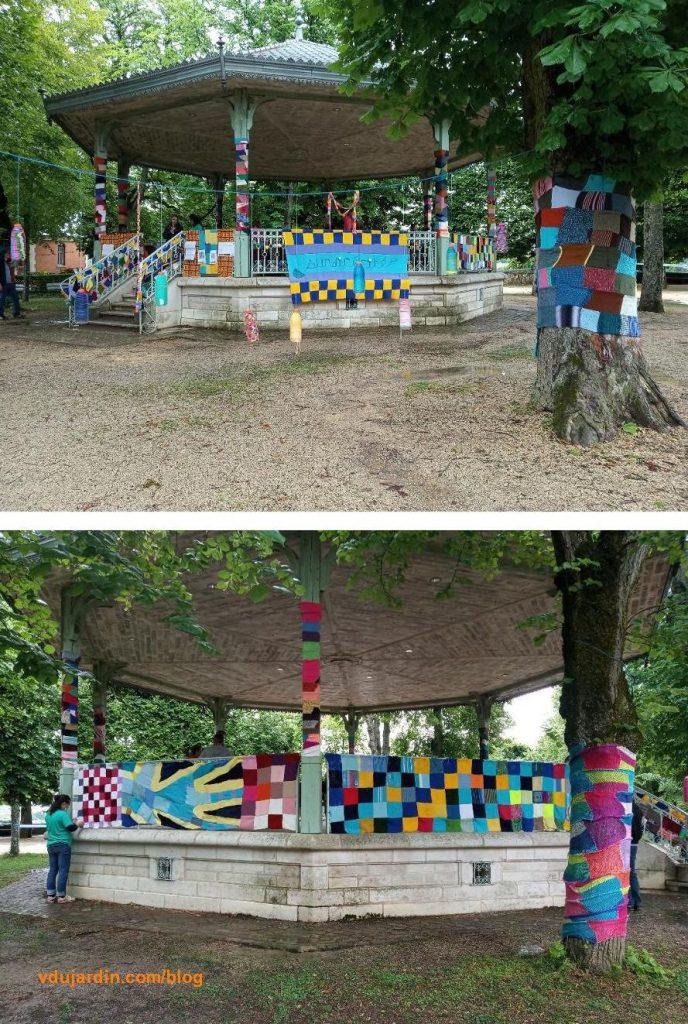Le kiosque et quelques arbres de Blossac à Poitiers décorés par le CRESAM pour la journée internationale de la surdicécité 2021