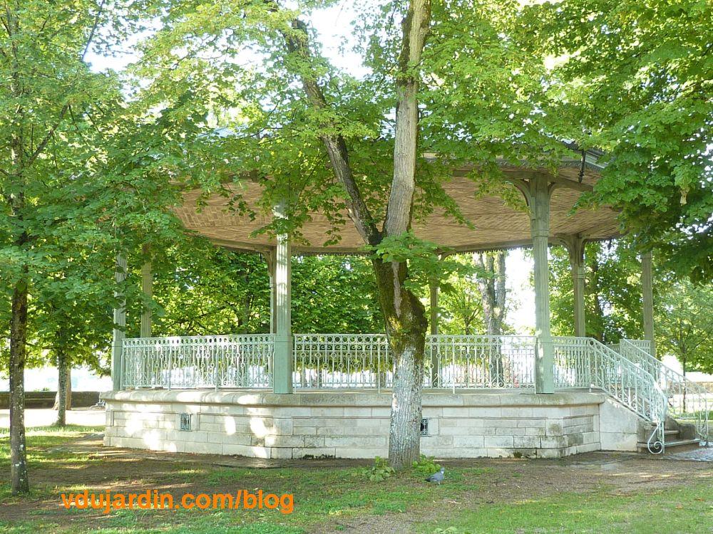 Le kiosque du parc de Blossac à Poitiers, juin 2021